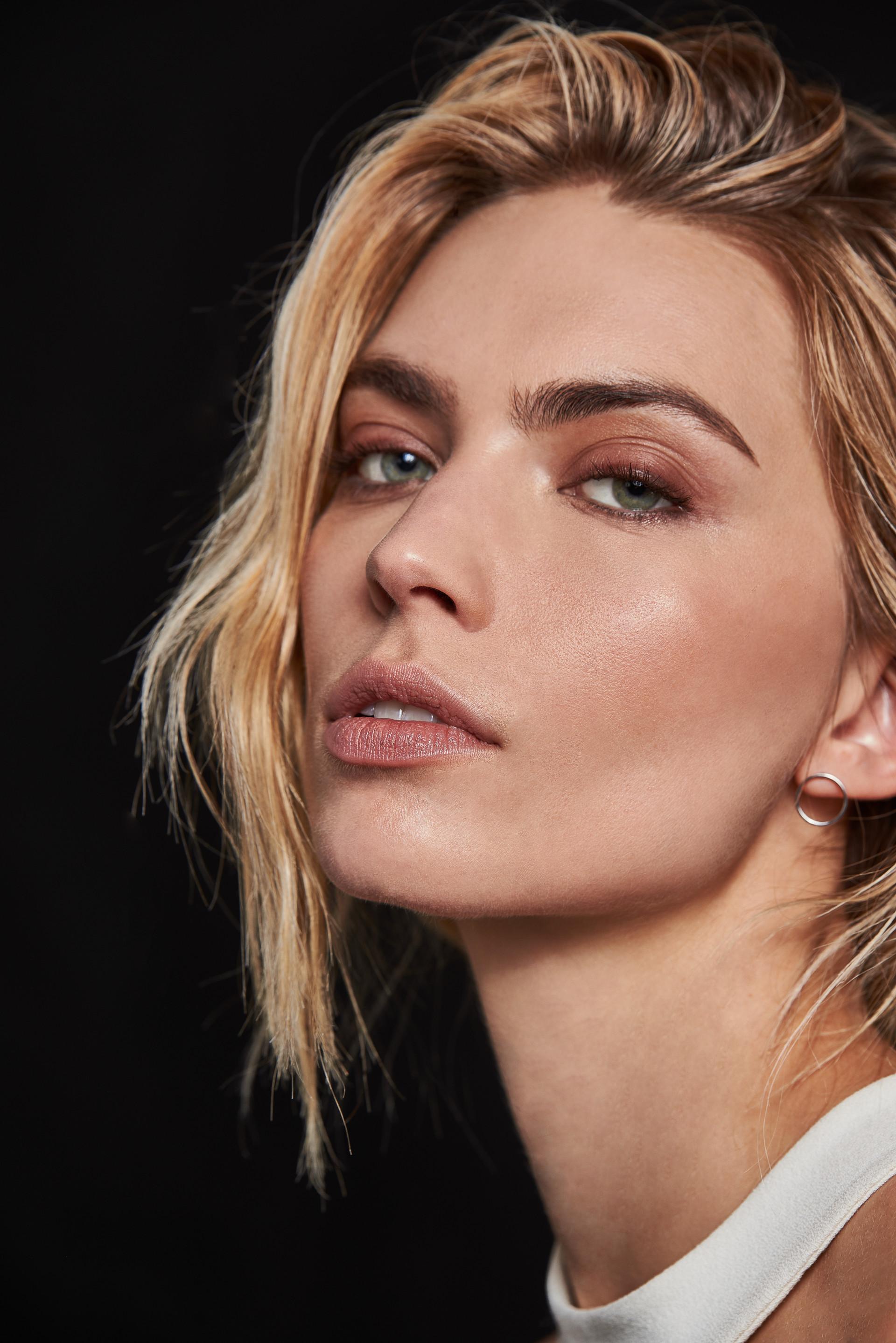 WOLEJKO-WOLEJSZO Emily Senko from Iconic Models